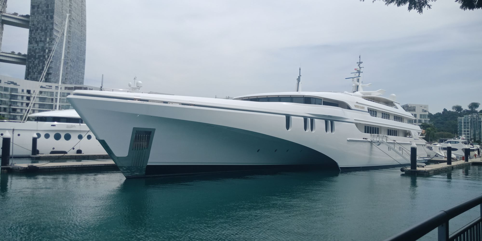 The Largest Tri-Hull in the World - US$100 Million!  Trimaran Super Yacht